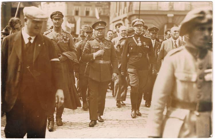 Генерал Райдол Гайда с орденом Святого Георгия 3 степени.: http://medalirus.ru/fotografii/orden-svyatogo-georgiya-3-stepeni-7.php